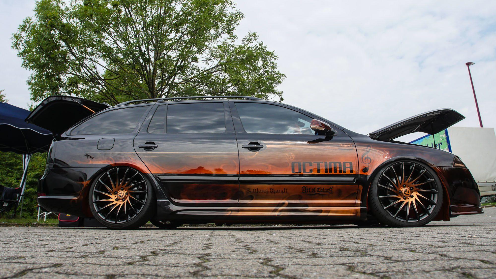 Seitenansicht des Skoda Octavia RS