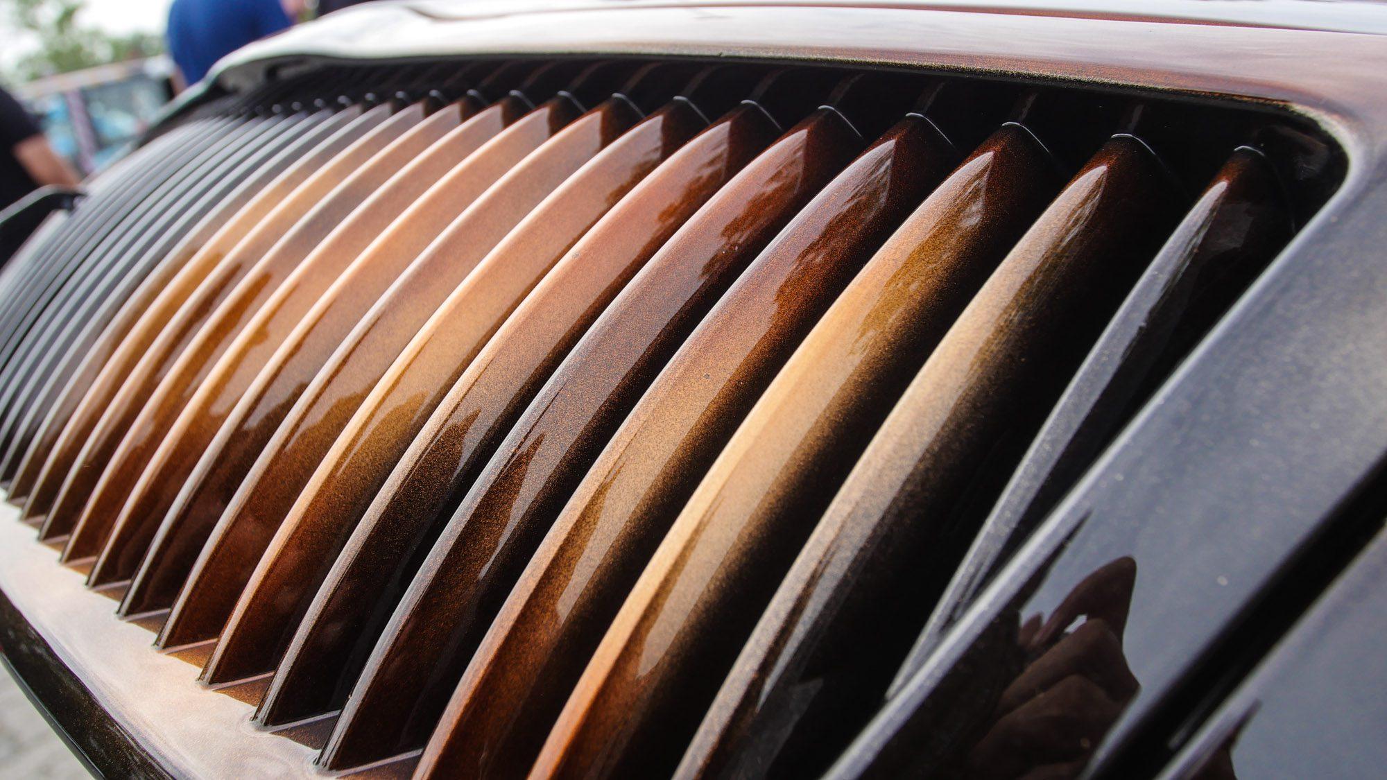 Lackierter Grill im Custom-Design des Skoda Octavia RS