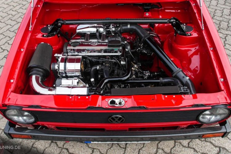 Macht ziemlich was her: Motorraum des VW Caddy