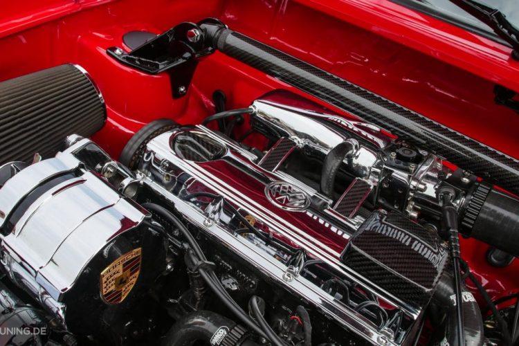 Clean & Chrom: Der Motorraum des VW Caddy