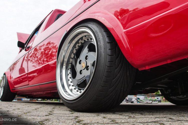 Mächtig breite Schlappen auf dem VW Caddy
