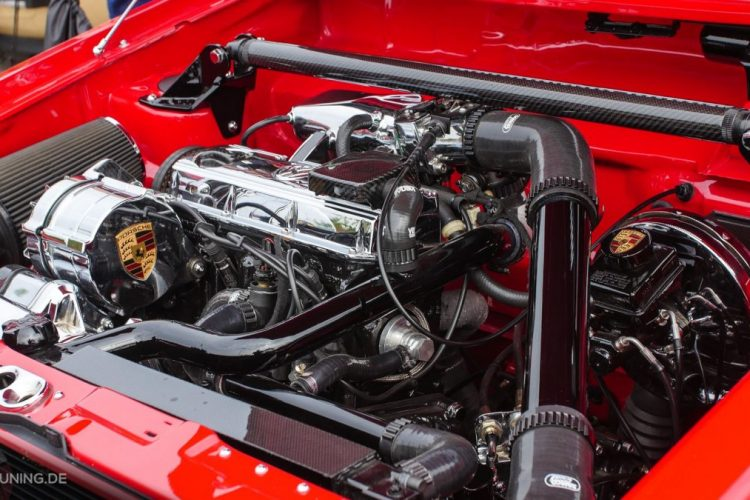 Motorraum des VW Caddy