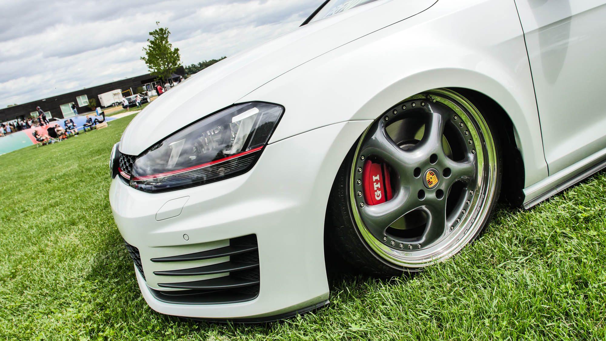 Frontpartie des VW Golf VII GTI