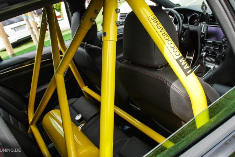 Vergitterter Innenraum des VW Golf VII GTI