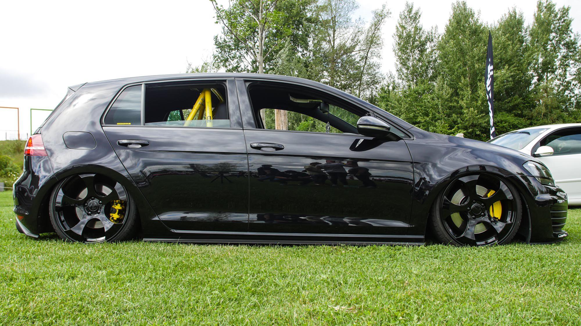 Seitenansicht des VW Golf VII GTI