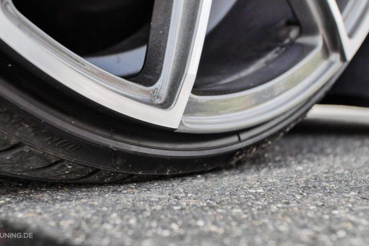 Soooo flach: Die Reifen des VW Scirocco haben einen ziemlich niedrigen Querschnitt!