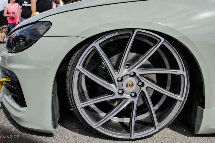 Detailansicht der Räder des VW Scirocco