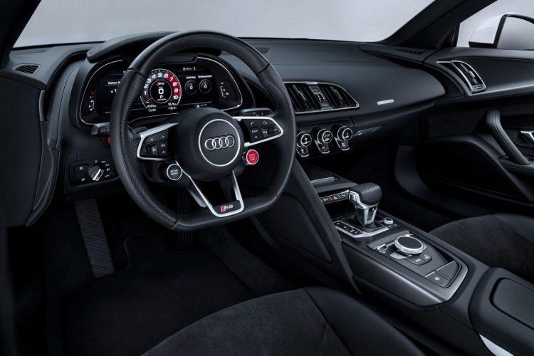 Sportlicher Arbeitsplatz im Audi R8 V10 RWS
