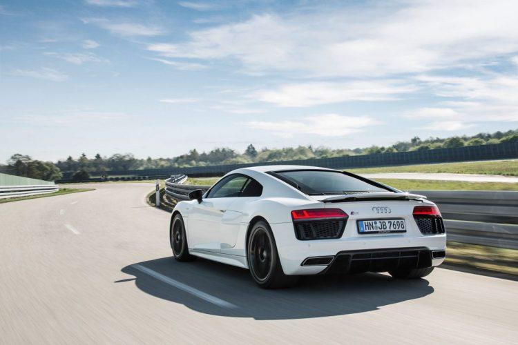 Echter Landstraßenräuber: Der Audi R8 V10 RWS