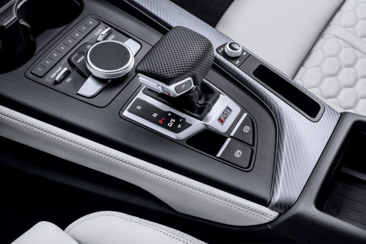 Elegant-sportliche Schaltkulisse des Audi RS 4 Avant
