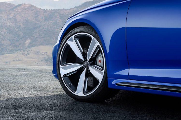Dynamik und Verzögerung vom Feinsten: RS-Sportfahrwerk und Keramikbremse im Audi RS 4 Avant