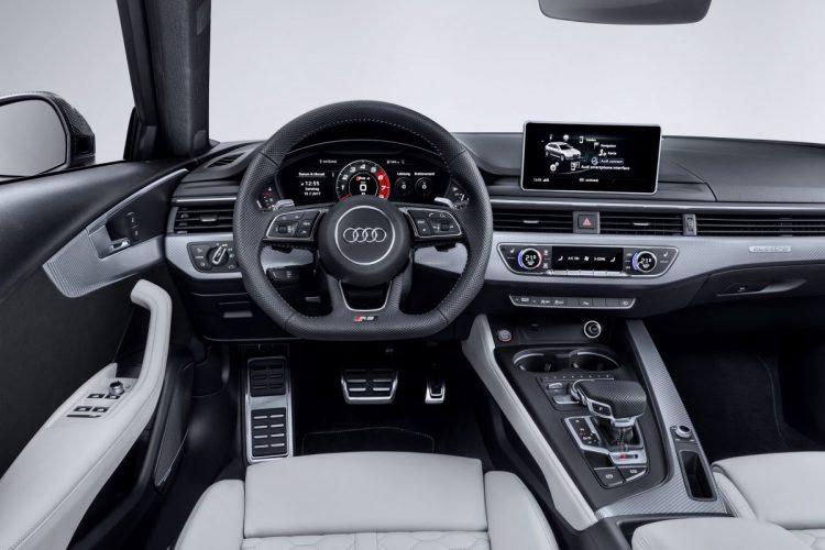 Cockpit des Audi RS 4 Avant