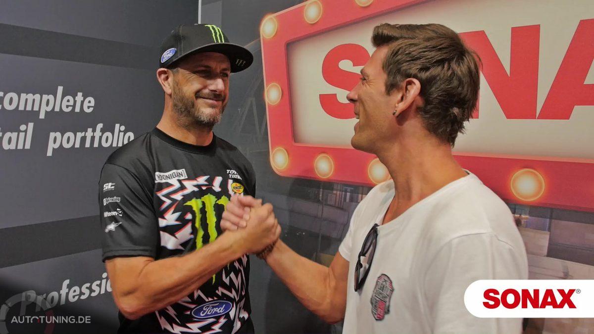 Sven Schulz trifft Ken Block am Stand von Sponsor SONAX