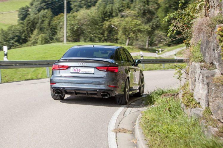 Die Audi RS 3 Limousine in ihrem Element als Kurvenräuber!