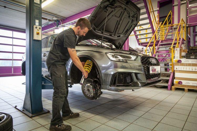 Das Gewindefahrwerk von KW sorgt bei der Audi RS 3 Limousine für mehr Fahrdynamik.