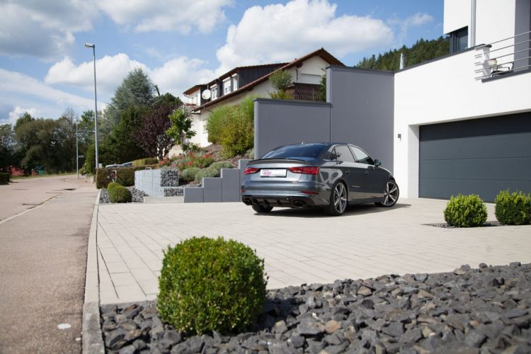Macht in jeder Einfahrt eine gute Figur: Die Audi RS 3 Limousine