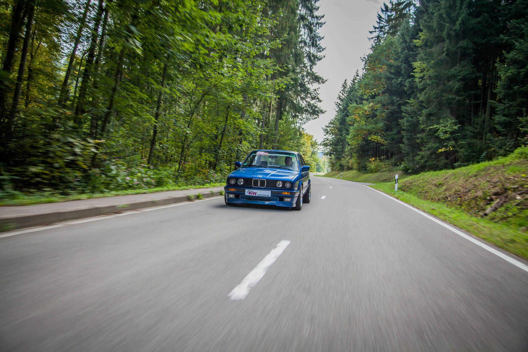 Perfekt abgestimmt für kurvige Landstraßen: Der BMW 3er E30 mit KW-Fahrwerk