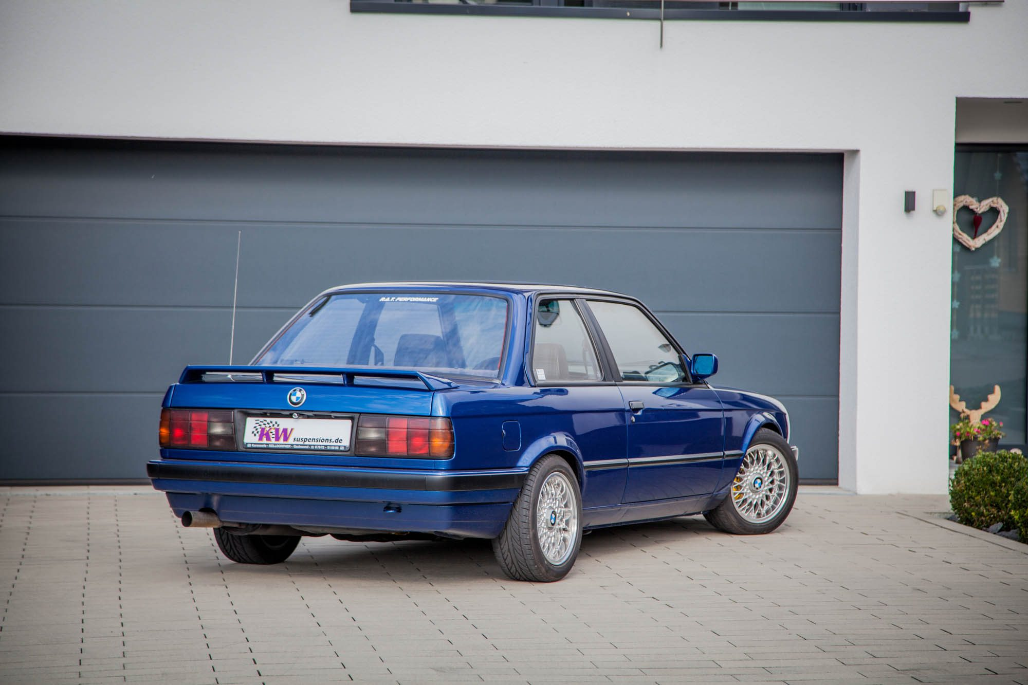 Macht auch heute noch in jeder Einfahrt eine gute Figur: Der BMW 3er E30