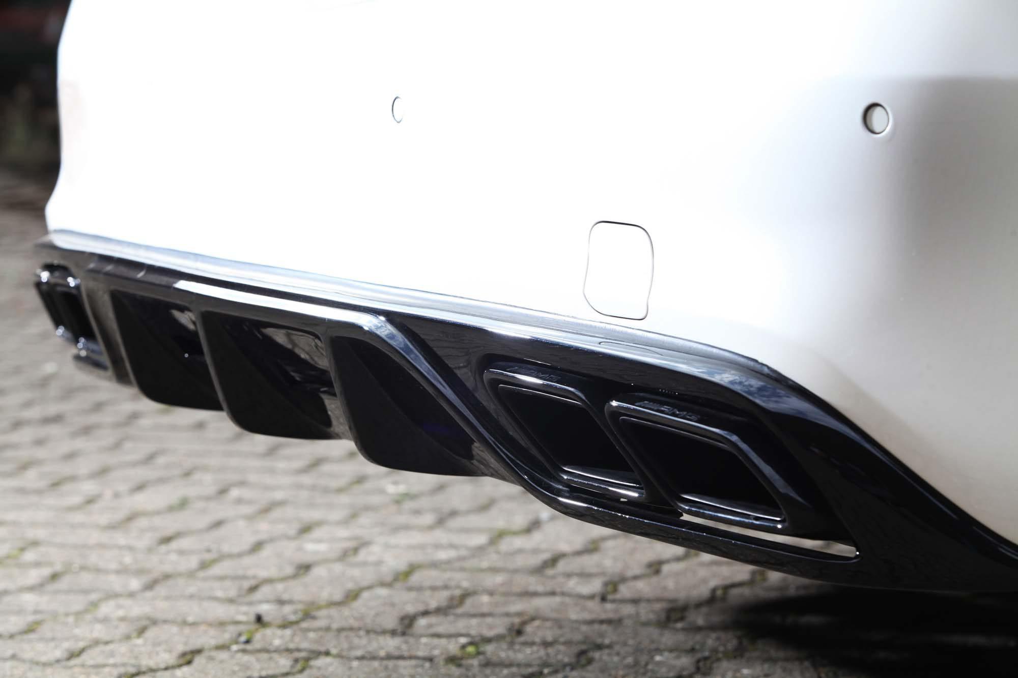 Der Diffusor mit Endrohren des Black Series am Mercedes-AMG S 63 L von Inden Design.