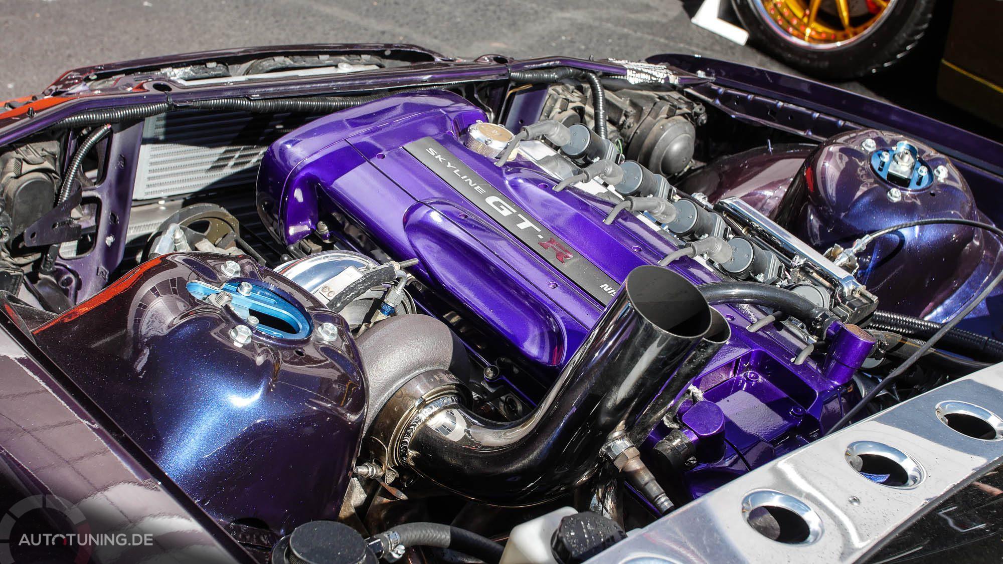 Lila Nissan Skyline Motor passend zum Lack und den Felgen
