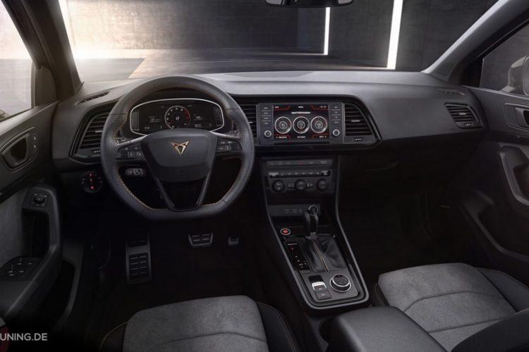 Innenraum Ansicht des neuen SEAT CUPRA, Lenkrad Mittelkonsole und Sitze