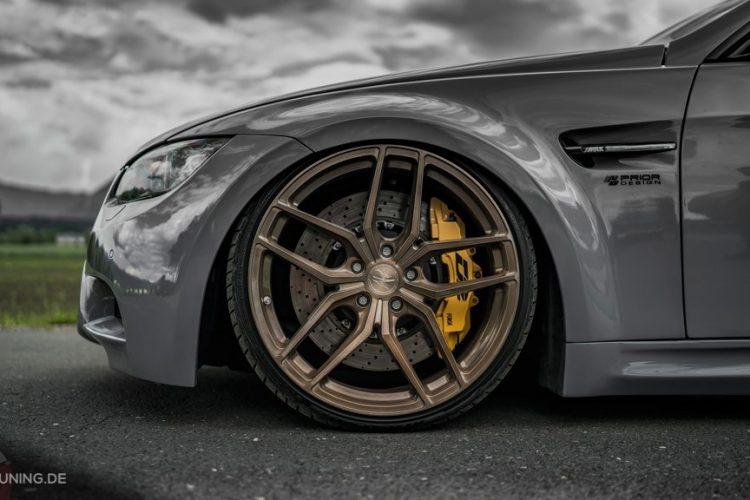 Bild des BMW E93 in Nardograu mit ZP2.1 Felgen
