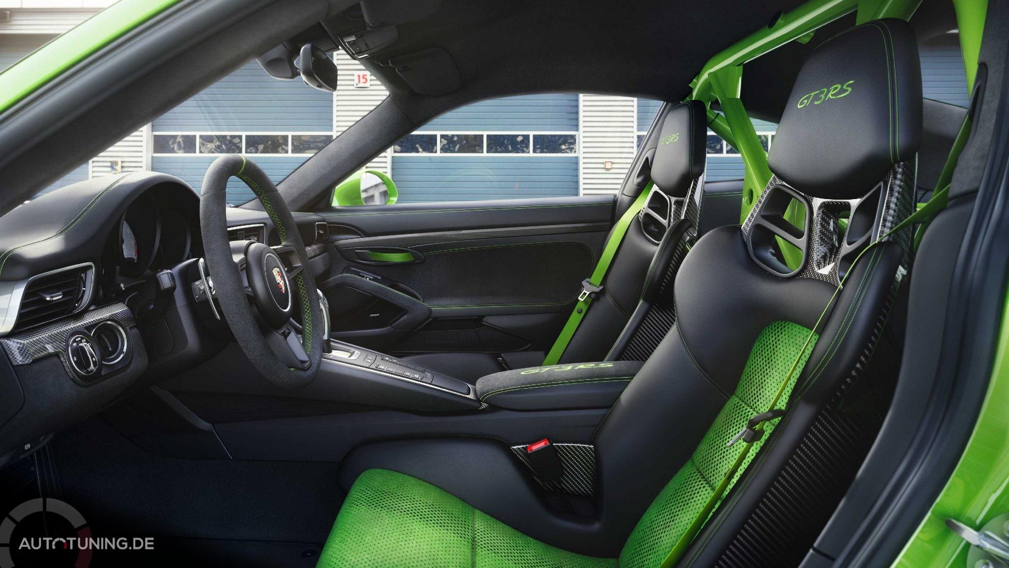 Innenansicht auf die grün-schwarzen Sportsitze des GT3 RS 2018