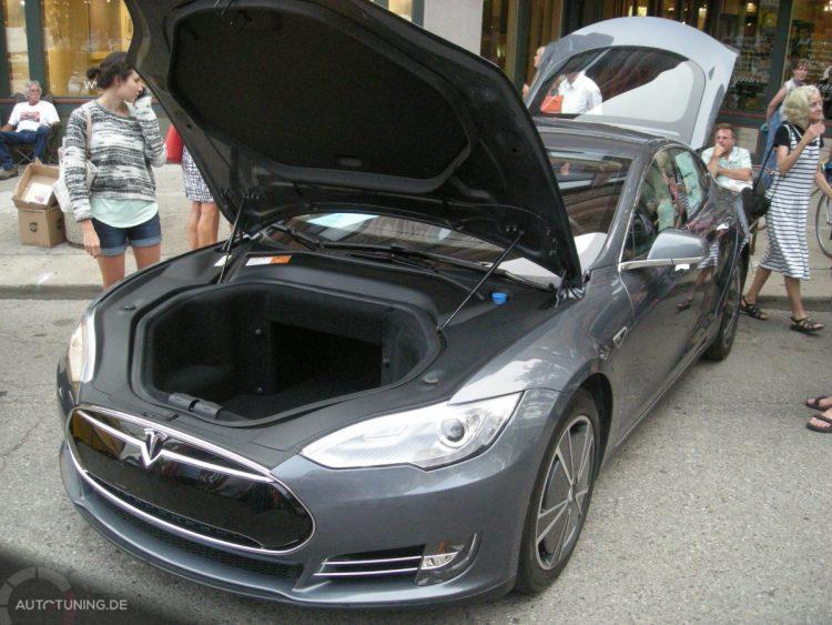 Tesla Model S - Frunk