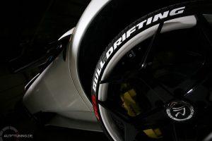 Reifenaufkleber auf einem Reifen
