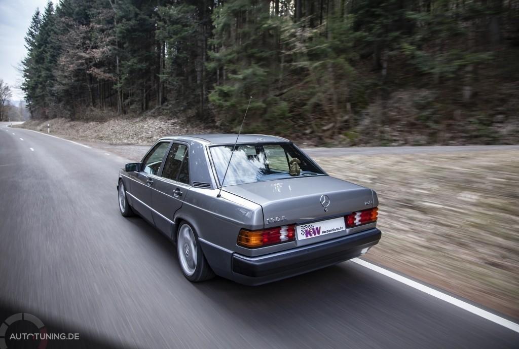 Benz 190 mit KW Klassik Gewindefahrwerk V3, Heckansicht
